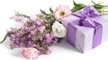 Любі жінки! Щиро вітаю вас зі святом весни!
