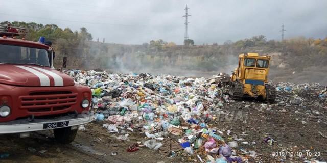 Обвалування міського сміттєзвалища за 590 тис. грн не допомогло — горить і димить