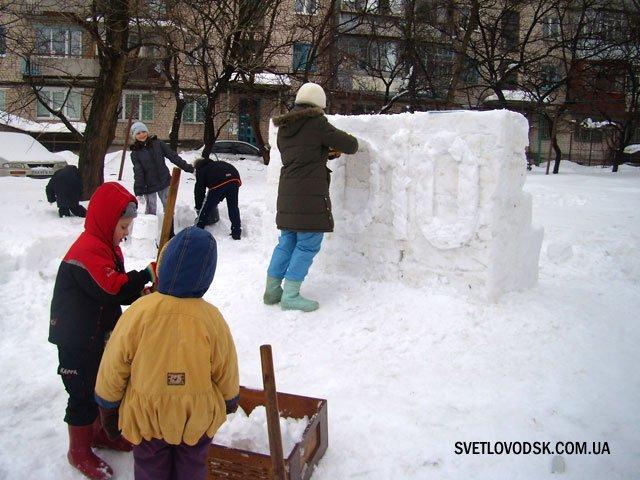 В місті відкрито містечко із олімпійських емблем