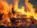 Пожежі: вдень горів сухостій, вночі – автомобіль