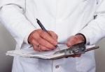Медичну довідку щодо придатності водія до керування ТЗ з переліку документів, що подаються працівникові ДАІ під час проходження ДТО, виключено