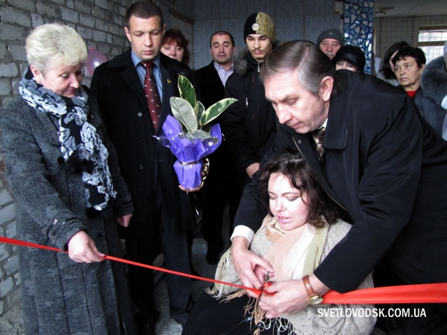 """Голова ЦАСПР """"Добрада"""" Олена Шаньґіна назвала цю врочисту зустріч генеральною репетицією новосілля цього, очолюваного нею Центру"""