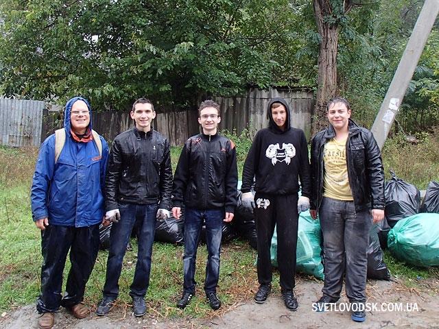 Прибрали сміття, допомогли дівчині (ФОТО, ВІДЕО)