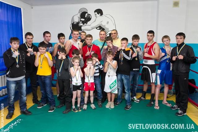 Світловодські боксери провели матчеву зустріч з криворожцями (ФОТО, ВІДЕО)