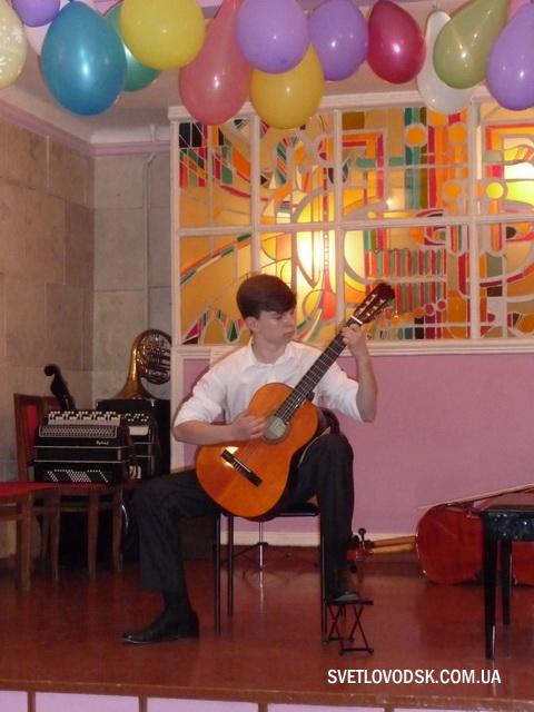Випускники дитячої музичної школи 2013!