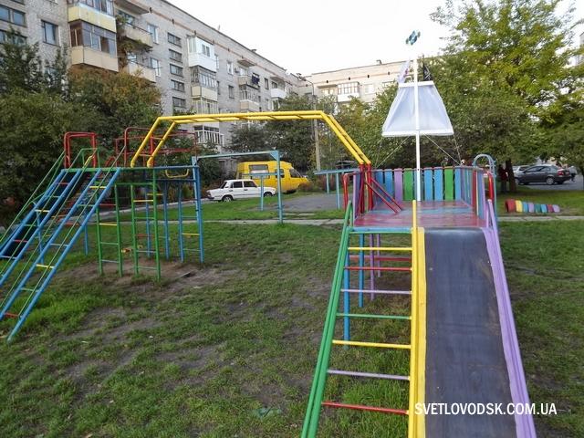 Дворові дитячі майданчики руками батьків