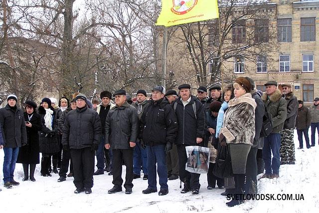 """Без ходи, але квіти до """"Чорнобильського"""" монументу у Світловодську поклали"""