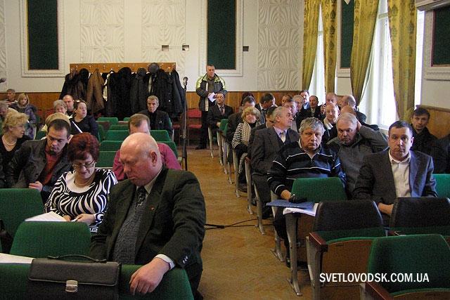 Сесія затвердила ліквідаційні баланси п'яти ЖЕКів, а депутатські запити залишила на 18 лютого 2014 року