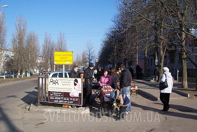 """Вісім мешканців міста отримали матеріальну допомогу з """"депутатського"""" фонду"""