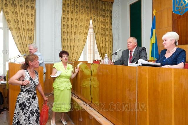 """Акція """"Надайте слово двірнику!"""" відбулася перед початком сесії міської ради"""