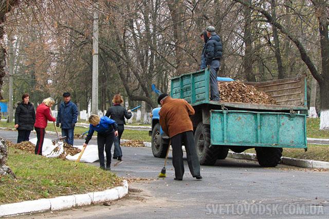 1300 людей 7 листопада вийшли на велике прибирання міста Світловодська