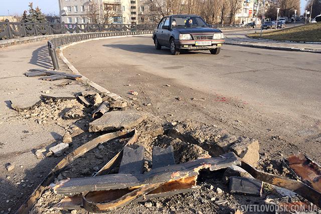 Огорожу біля Обеліску Слави у Світловодську знову збили