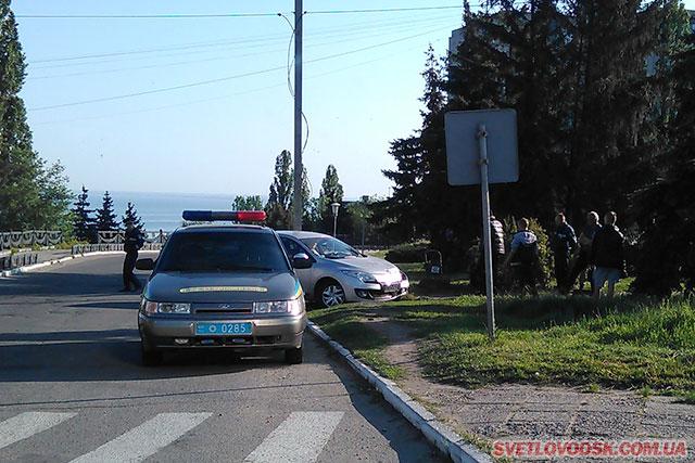 ФОТОФАКТ: Ранкове ДТП біля Обеліску Слави