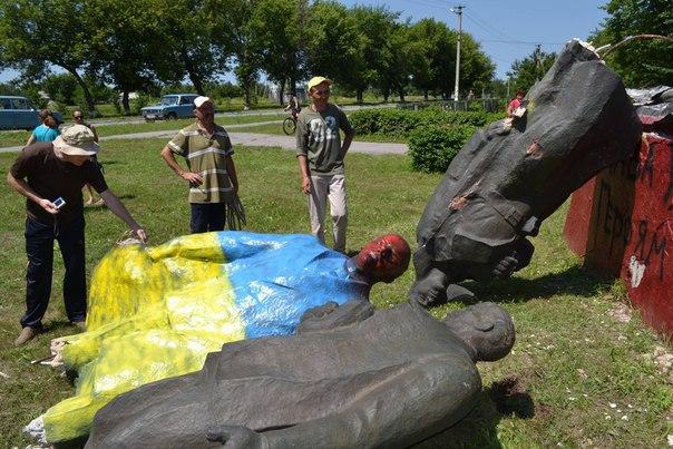 ФОТОФАКТ: У Великій Андрусівці демонтували пам'ятник Леніну (ДОПОВНЕНО)