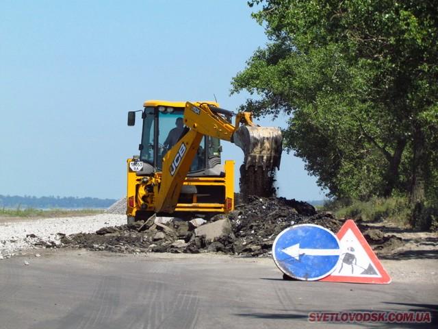 За тиждень будемо мати 160 метрів якісної дороги на дамбі Кременчуцької ГЕС