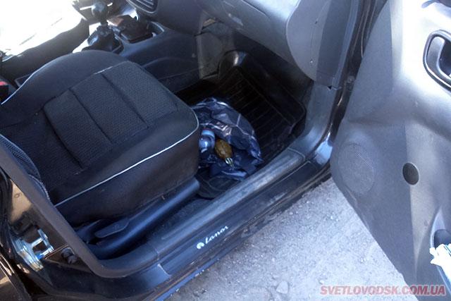 Працівники ДАІ під час несення служби виявили та вилучили у пасажира таксі предмет, схожий на вибухівку