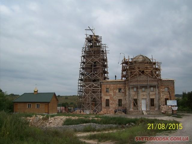 Величний Храм «Преображення Господнє» у Таловій Балці відновлюється