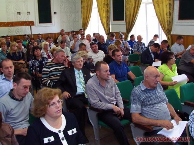 По кілька запитів подали депутати на передостанній сесії Світловодської міської ради
