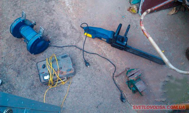 Крадій пройшов крізь стіну і викрав електроінструменти. Ціна питання — 3-6 років позбавлення волі