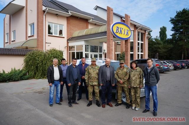 Волонтери передали військовим автомобіль «Опель Фронтера»