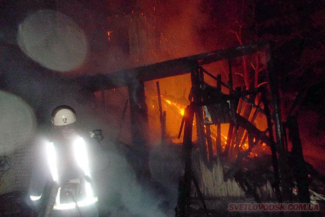 Згоріла будівля між «Бомондом» і «Славутичем»