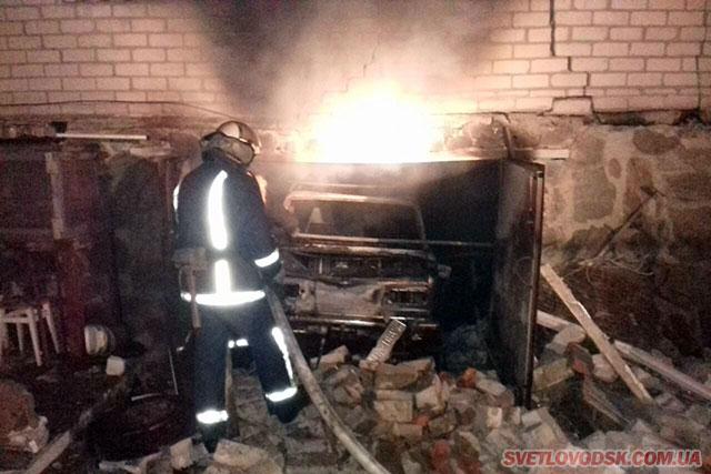 Вибух у гаражі — постраждали автомобіль, його власник та будівля