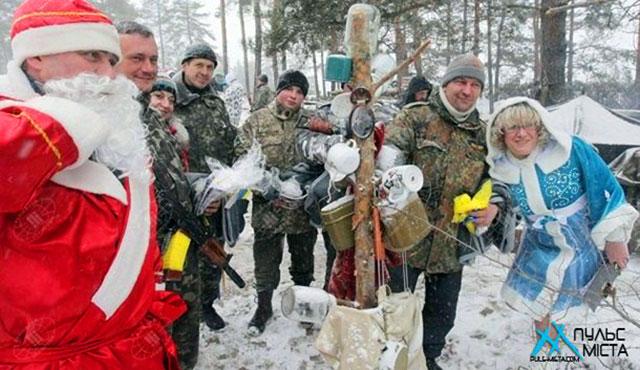 Волонтери привітають наших захисників з Новим роком. Долучайтеся!