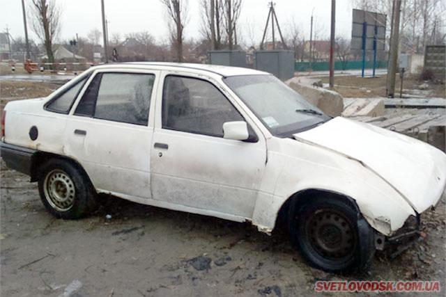 Поліцейські проводять розслідування за фактом викрадення авто, на якому зловмисник потрапив у ДТП