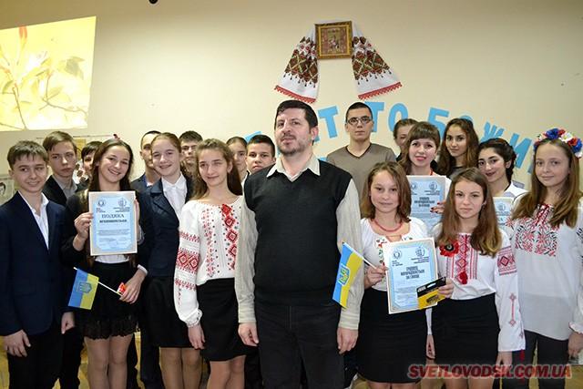 Леся Українка і Павло Тичина в конкурсі читців, що відбувся в районному будинку культури