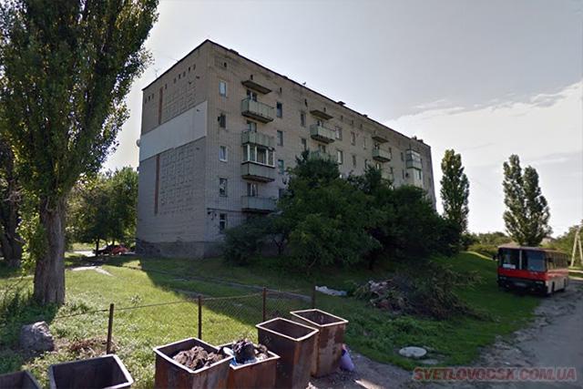 Труп чоловіка було виявлено в під'їзді будинку на вулиці Котовського у Світловодську