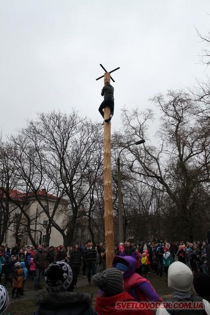 Під весняний дощик на площі палили «людину». Проводжали зиму