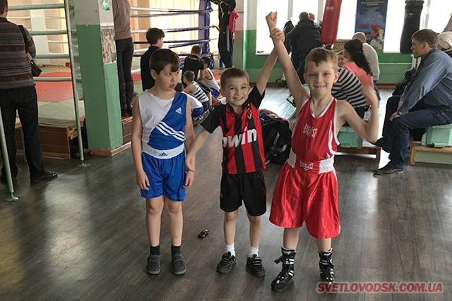 37 боксерів зі Світловодська вдало виступили на турнірі у Комсомольську