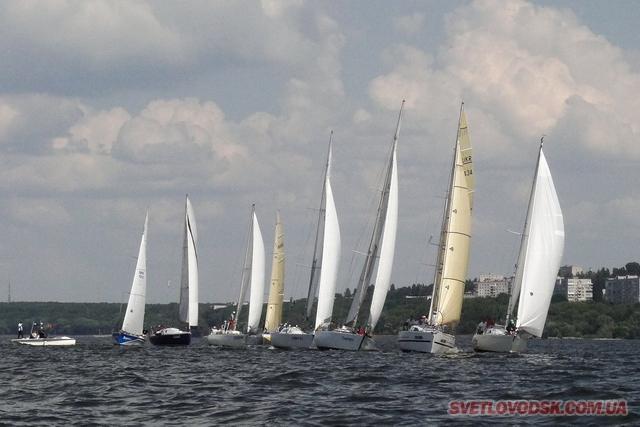 Видовищні змагання на Кременчуцькому водосховищі