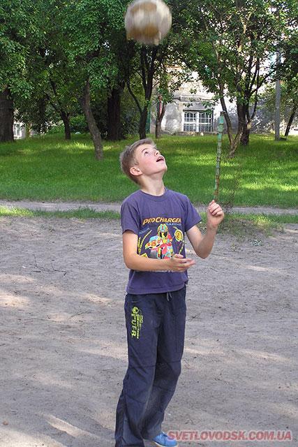 Олег, найбільше набив м'яч головою