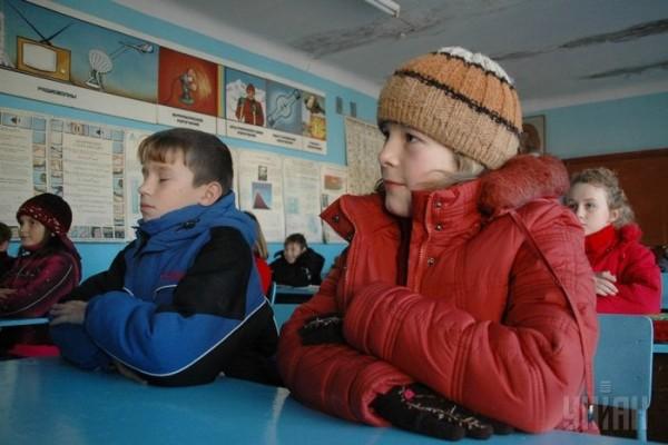 З понеділка в школах — скорочені уроки, дитсадки працюють у звичайному режимі