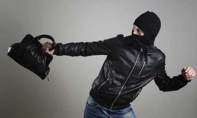 Поліцейські встановили особи двох зловмисників, які вчинили розбійний напад