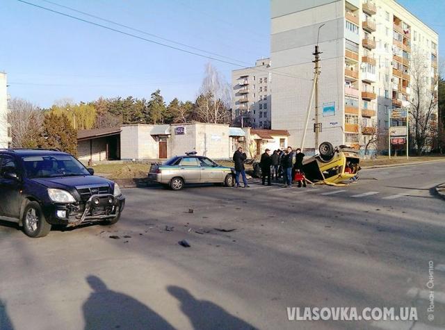 Chery Tiggo зіткнувся з ВАЗ 2121 на перехресті вулиць Молодіжна-Східна