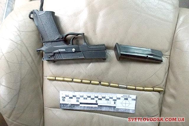 Поліцейські виявили наркотичні засоби та предмети, схожі на травматичну зброю та набої