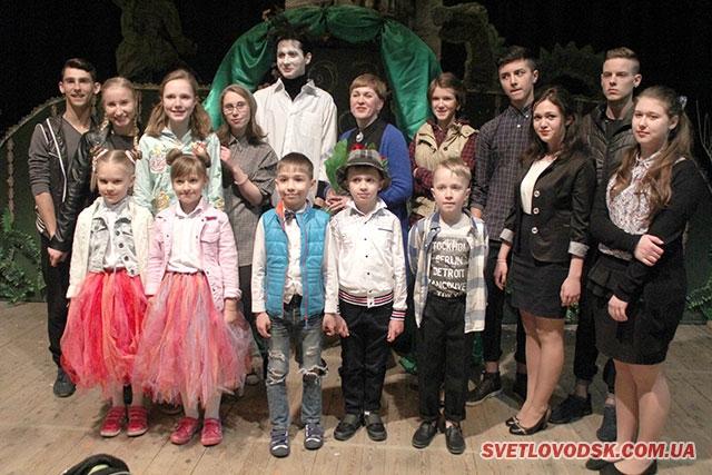 """Театр """"Дивосвіт"""" презентував зворушліву виставу """"Біля старого замку"""""""