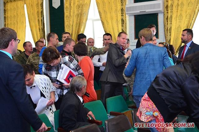 Суворі чоловіки, що порох нюхали, чубились на сесії через Ірину Щербину