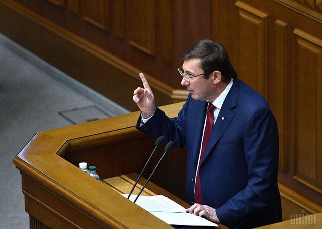 Довгий не мог не подписать решение сессии Киевсовета, — генпрокурор Луценко
