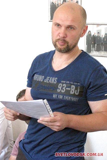 Этот Николай Иваныч, этот нехороший человек, мне на ногу… лифт опустил вместе с мусорным ведром