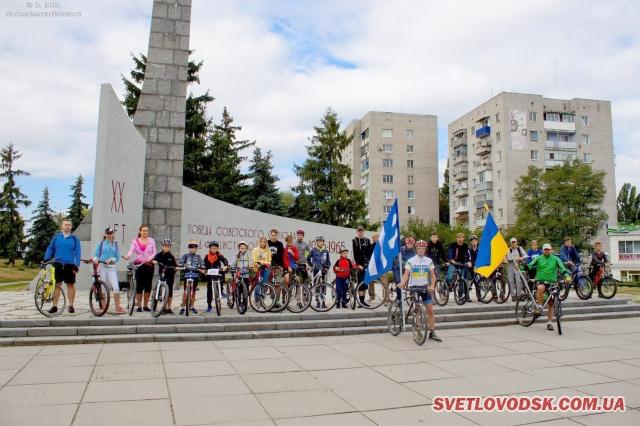 ФОТОФАКТ: У Світловодську відбувся велопробіг до Дня Державного Прапора України