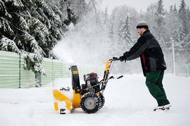 Прибирати тротуари від снігу будемо?