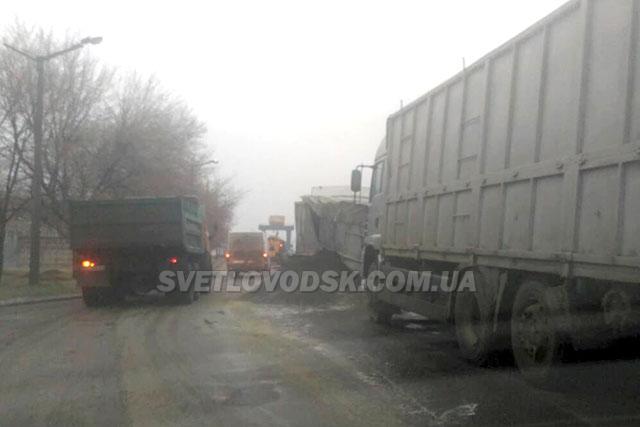 ФОТОФАКТ: ДТП на мостовому переході Кременчуцької ГЕС