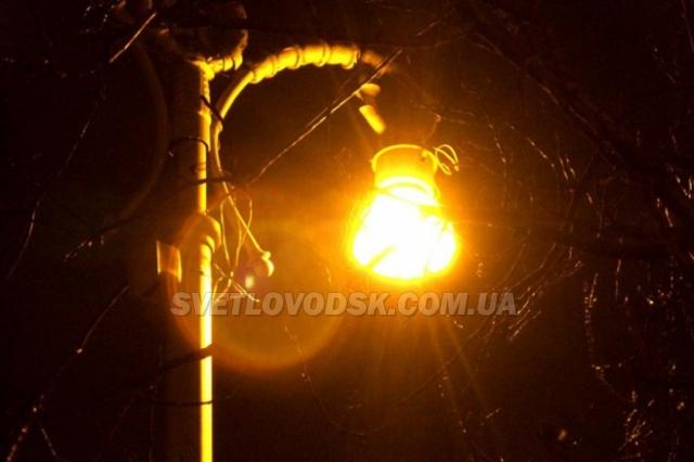 Промислова частина вулиці Героїв Чорнобиля освітлюється