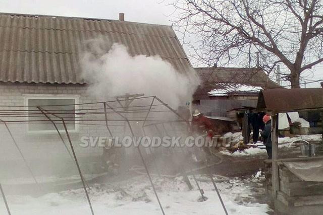 Рятувальники приборкали пожежу на території приватного домогосподарства