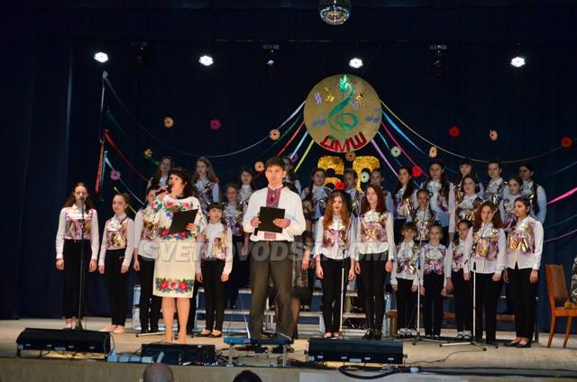 Успіхів і процвітання зичили Світловодській дитячій музичній школі