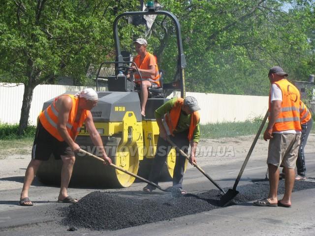Ремонт доріг у селищі Власівка — це ознака співпраці соціально-орієнтованого бізнесу та влади