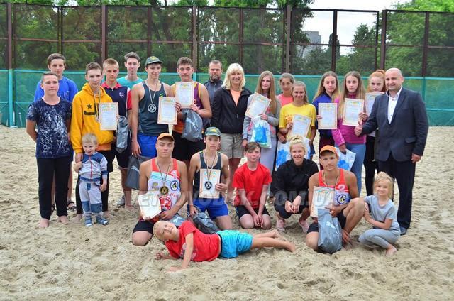 Красивий волейбол до Дня міста (ДОПОВНЕНО)